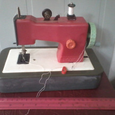 Bnk jc Romania - Masina de cusut - jucarie Rodica (rosie) - Jucarie de colectie