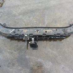 Dezmembrari Renault - Traversa superioara cu inchizatoare capota motor pentru Renault Megane 2