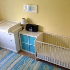 Mobila camera nou nascut -pat bebe, masa infasat bebelus, comoda tv, etajera cub - Set mobila copii