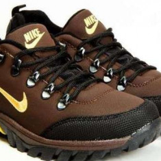 Bocanci NIKE - Bocanci barbati Nike, 42, Din imagine
