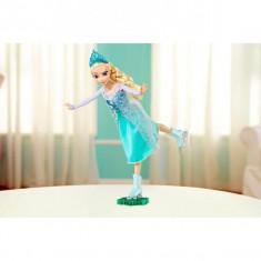 Papusa Elsa care patineaza CBC63 Mattel