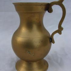 Frumoasa carafa decorativa din alama - Arta din Metal